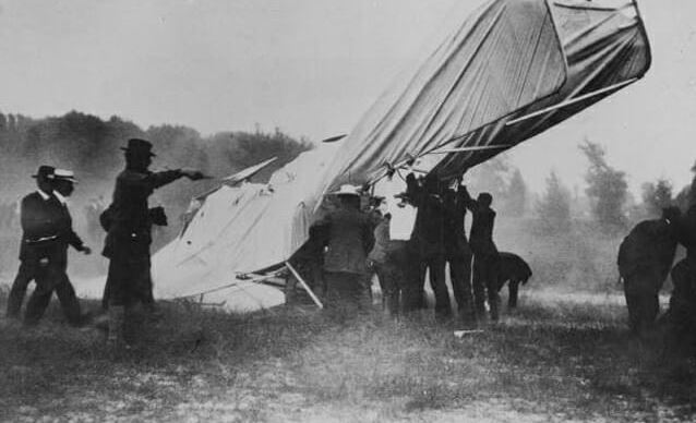 first airplane crash photograph