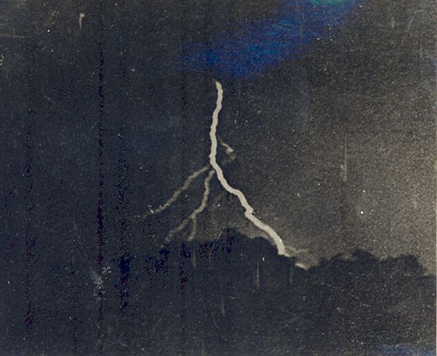 first photograph of lightning